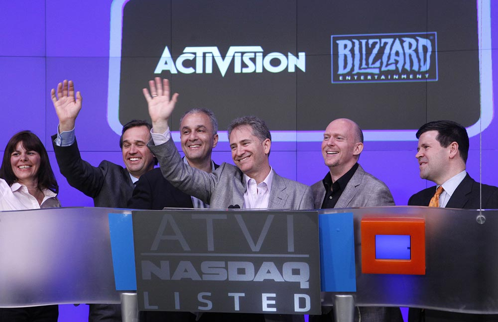 Blizzard Entertainment co-founders Frank Pearce, left, and Mike Morhaime unwind by playing a StarCraft II match before ringing the closing bell at the NASDAQ Marketsite, Monday, March 7, 2011 in New York. (Jason DeCrow/AP Images for Blizzard Entertainment)